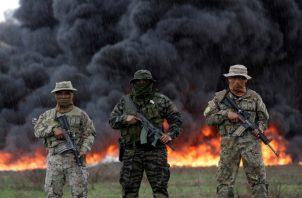 Unidades de la Policía Nacional destruyen este viernes, 24.6 toneladas de drogas en la desembocadura de Río Bayano, en Chepo./EFE-Bienvenido Velasco