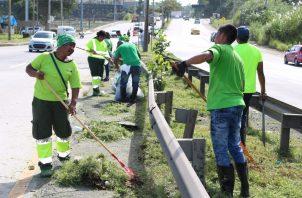 Los reos de La Joya recibieron el apoyo de trabajadores de la Autoridad de Aseo Urbano y Domiciliario.