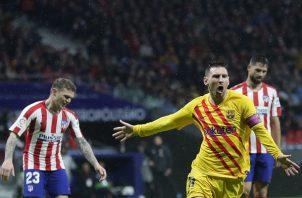 Messi (der.) festeja su gol. Foto:AP