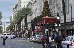 El tiroteo ocurrió en una zona comercial concurrida de Canal Street que tiene vías de tranvía y está cerca de varios hoteles. FOTO/AP