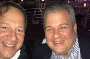 """Desde Francia, el expresidente Varela le envió una foto junto a un amigo a Humbert, y le preguntó que a """"dónde le depositaban su  parte""""."""