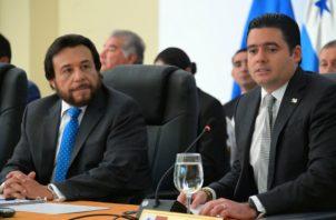 José Gabriel Carrizo (Der.), durante la reunión del SICA./Cortesía