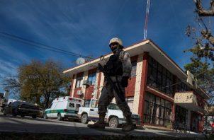 Daños por impactos de proyectiles se observan en los edificios de la población de Villa Unión, en el estado de Coahuila (México), luego de un ataque armado el pasado sábado. FOTO/EFE