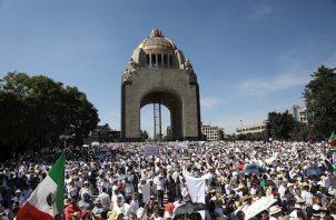 Durante el recorrido de la marcha, desde El Ángel de la Independencia hasta el Monumento a la Revolución, se escucharon cánticos en contra de López Obrador y, sobre todo, de su política de seguridad, además de numerosos reproches a la concesión de asilo por parte de México al expresidente de Bolivia, Evo Morales.