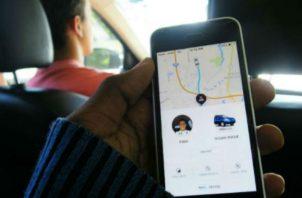 Usuarios pueden pedir taxis por plataformas. Archivo