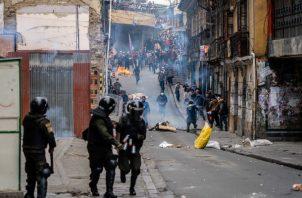 El reemplazo de Evo Morales, primer presidente indígena de Bolivia, ha incitado protestas en La Paz y otras ciudades. Foto/ Federico Rios.