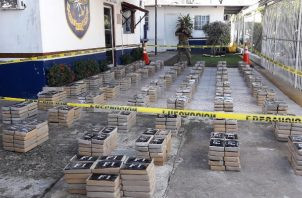 Incautan un semi sumergible cargado de 1,234 paquetes de la droga conocida como Cocaína. Foto/Mayra Madrid