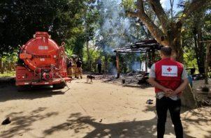 El Cuerpo de Bomberos y el Ministerio Público, iniciaron las investigaciones del hecho para determinar que causó el incendio. Foto/Mayra Madrid