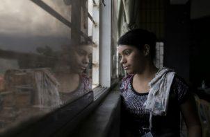 Daniela Serrano perdió por desnutrición a su hija de 8 meses este año, tras ser rechazada por tres hospitales. Foto/ Fabiola Ferrero.