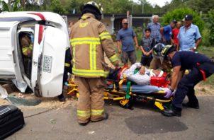El accidente causó un gran congestionamiento a ambos lados de la vía, mientras se daban las labores de rescate. Foto/Thays Domínguez