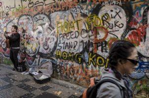 El alcalde de Praga dijo que presión china recordaba a los ex gobernantes comunistas. En el Muro Lennon. Foto/ Kasia Strek.