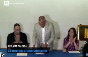 Ministro de Ambiente firma decreto sobre isla Boná