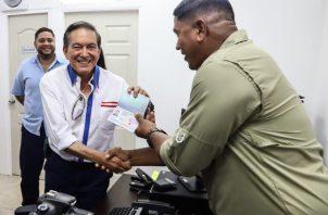 El presidente Laurentino Cortizo estuvo en Bocas del Torro reabriendo la oficina regional de la Autoridad de Pasaportes.