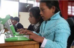 La tecnología va de la mano con la educación. Archivo