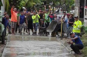 Inauguraron esta vía interna, sin ninguna ayuda gubernamental. Foto: Diómedes Sánchez S.