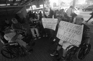 Personas con discapacidad realizan una protesta en demanda de mejores condiciones en los espacios públicos para poder movilizarse con seguridad y lograr una inclusión plena. Foto: Edwards Santos. Epasa.