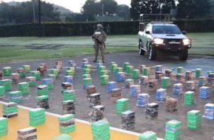 Son  39 bultos que contenían 968 paquetes de drogas, en el Litoral Caribe, costa arriba de Colón.