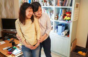 Haru Ono (izq.) y Asami Nishikawa también exigen el derecho de casarse legalmente. Foto/ Chang W. Lee.