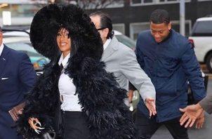 Cardi B y su abrigo de plumas. Foto. Instagram