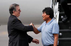 El canciller argentino Felipe Solá, dijo que se busca garantizar la protección del ex presidente Evo Morales. FOTO/EFE