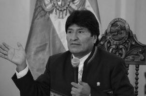 El expresidente de Bolivia, Evo Morales, cayó en la lista de esos gobernantes que buscan eternizarse en el poder rompiendo todos los límites del poder. Foto: EFE.