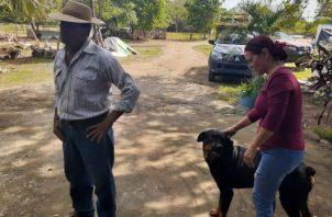 La familia ha perdido seis mascotas, varias de ellas envenenadas. Foto/Thays Dompinguez