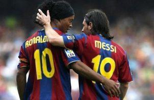 Messi y Ronaldinho jugaron juntos en el Barcelona.