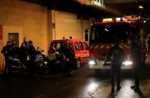 La Defense, un distrito de edificios de oficinas en las afueras de París, es una importante zona comercial con intensa vigilancia por agentes a pie. FOTO/AP