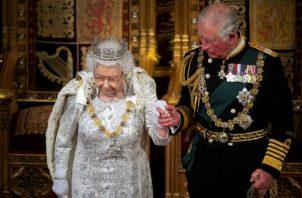 La entrevista en TV del príncipe Andrés contribuye a una lucha de poder entre la realeza. El príncipe Carlos y la reina Isabel. Foto/ Victoria Jones.