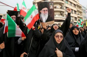 El Ayatollah Ali Khamenei, líder supremo de Irán, dijo que la respuesta del Gobierno a las protestas fue justificada. Foto/ Atta Kenare/Agence France-Presse — Getty Images.