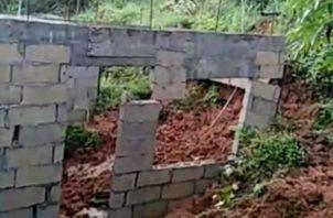 El derrumbe fue producto de las fuertes lluvias en el sector. Foto: Diómedes Sánchez S.