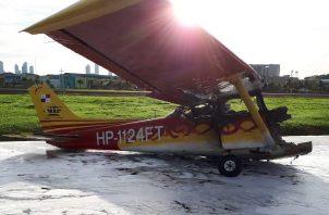 Se presume que la avioneta se salió de la pista y quedó cerca de los hangares.
