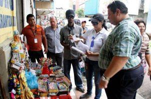La ley panameña no permite la práctica de la buhonería a los ciudadanos panameños. Foto: Panamá América.
