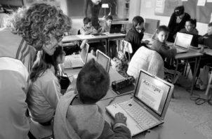Una reforma al sistema educativo no camina si no se implementa una política dirigida a que los educadores, estudiantes, padres de familia, se empoderen del tema. Foto: EFE.