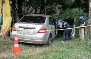 El vehículo utilizado fue abandonado en un paraje en el área de La Arena de Chitré. Foto: Thays Domínguez.