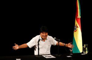 Evo Morales, se exilió en México y tras un breve paso por Cuba para hacer una consulta médica llegó al país sudamericano con el beneplácito del gobierno del presidente peronista Alberto Fernández. FOTO/AP