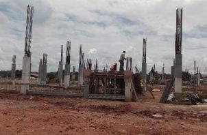 """""""La construcción está por el piso"""", dijo el alcalde Abdul Juliao, quien además de abogar por la creación de más fuentes de trabajo, denunció la contratación ilegal de extranjeros por parte de algunas empresas."""