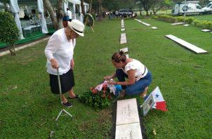 Familiares rinden honor a las víctimas. Foto/ Luis Ávila