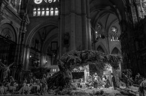 """Jesús nació en una cueva para identificarse con los más pobres, los despreciados de siempre, los que no tienen """"donde reclinar su cabeza"""".  Foto: EFE."""