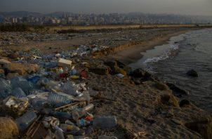 Crisis de basura es sólo un ejemplo de mala administración en Líbano, donde las playas están llenas de basura. (Diego Ibarra Sanchez para The New York Times)