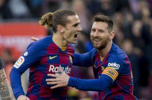 Antoine Griezmann celebra con Leo Messi Foto AP