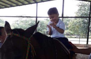 Para estos niños sus grandes héroes son los caballos y las fisioterapeutas. Cortesía