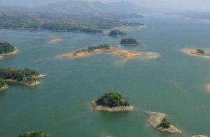 El lago Alajuela rebasó su capacidad de almacenamiento.