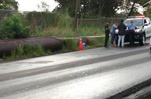 El cuerpo fue hallado a orillas de una vía hacia la autopista Arraiján - La Chorrera. Foto/Eric Montenegro