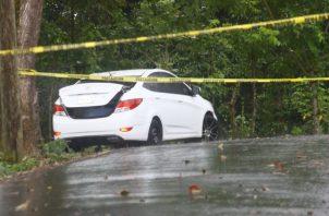 Recientemente hallaron a una mujer muerta en un carro.