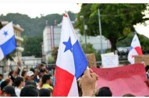 Cientos de panameños salieron a protestar en rechazo a las reformas constitucionales.