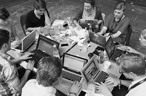 Debemos ser flexibles y saber que la tecnología hace más fácil el proceso de enseñanza y que debemos utilizar todos los recursos para ue el aprendizaje se logre. Foto: EFE.