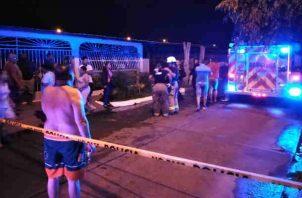 Tragedia en Las Acacia, tres personas mueren en incendio. Foto/Bomberos Panamáá