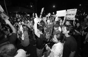 Protestas realizadas por jóvenes en noviembre del 2019, en rechazo a la forma en que se debatían las reformas constitucionales. Foto: Archivo. Epasa.