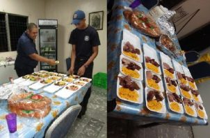El personal de turno de la estación de bomberos de Juan Díaz preparó las vasijas con comida en la madrugada del nuevo año.
